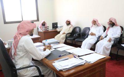 رئيس الجمعية وأعضاء المجلس ورؤساء الأقسام يزورون الدورات المكثفة