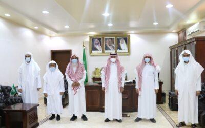 سعادة محافظ الزلفي يستقبل رئيس الجمعية والفائزين بجائزة خادم الحرمين الشريفين